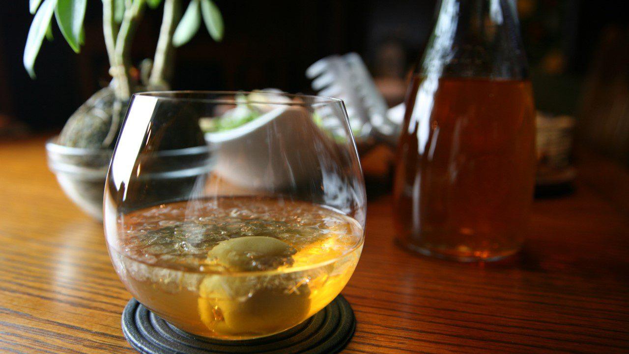 「梅酒」は、日本の伝統的な食文化として愛されてます。私たちは梅酒を「國酒」にすることを目指しております。